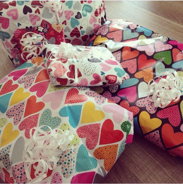 emballage papier cadeau coeur